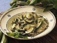 Рецепта Салата с печени тиквички, извара и заквасена сметана